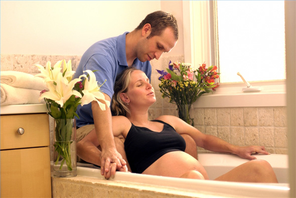 Женские секреты - Чем лучше роды в воде